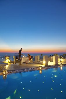 Romantic Dinner in Santorini